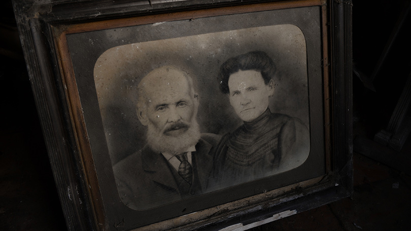 although-there-is-a-black-and-white-photo-of-a-couple-circa-said-there-were-few-documents-available-for-him-to-do-detective-work-on-who-lived-there-136396094586926907-141029154545