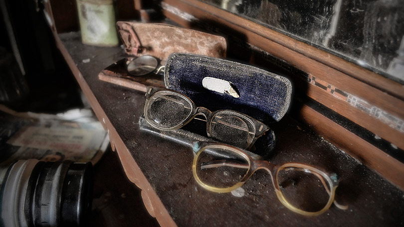 and-dusty-glasses-also-set-the-scene-of-who-might-have-used-the-farmhouse-136396094586926910-141029154545