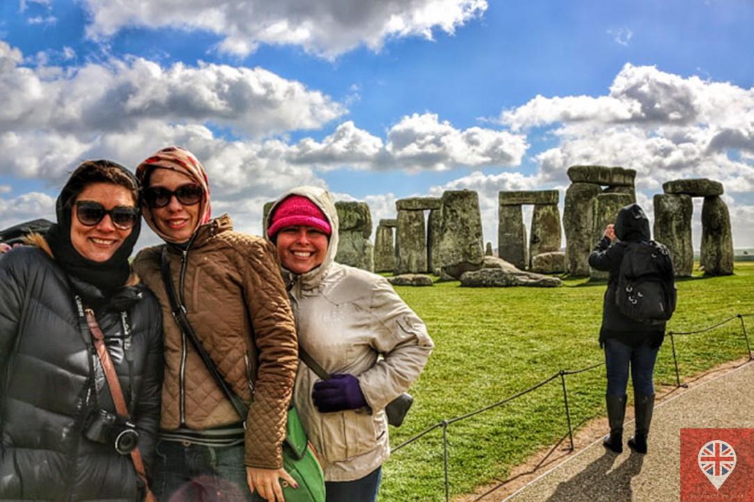 stonehenge-girls-1