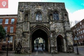 Westgate - o portão medieval que também é um museu.