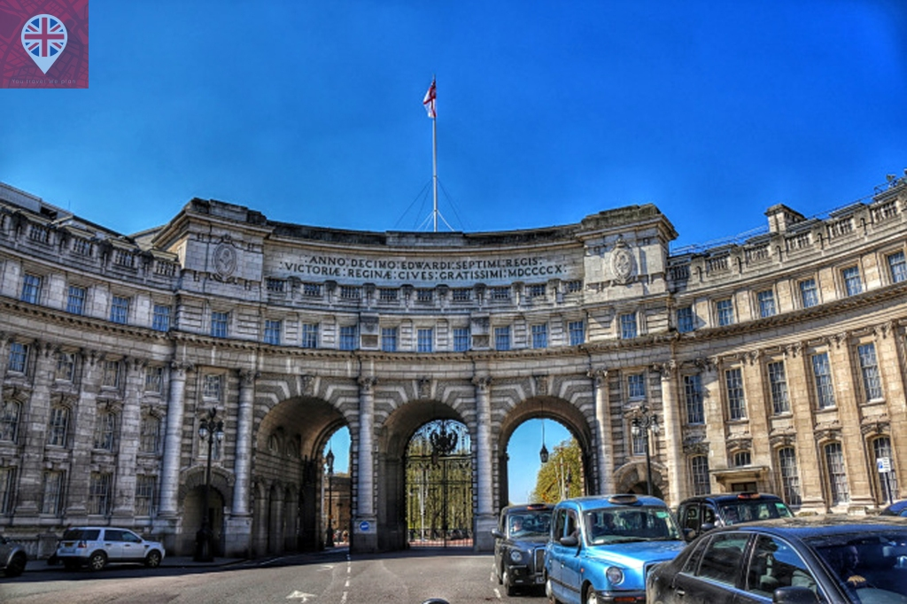 The Admiralty Arch was commissioned by King Edward VII in memory of his mother Queen Victoria.