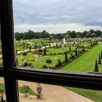 Vista do jardim privado pela janela de uma das salas dos apartamentos de William III