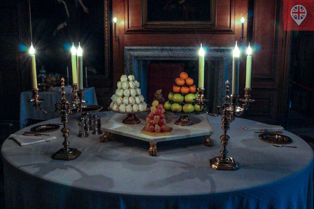 Hampton Court Kings private dining room table