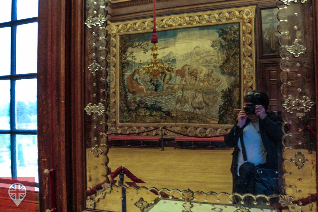 Hampton Court mirror selfie