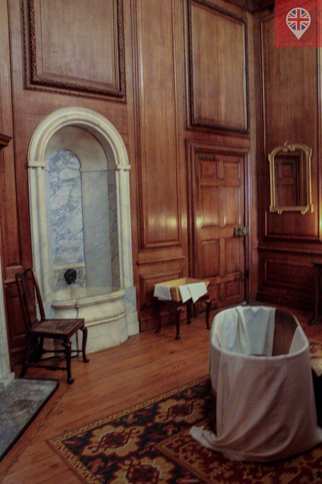 Hampton Court queens bathroom