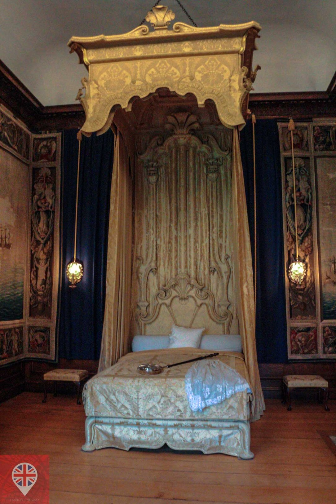 Hampton Court queens bedroom