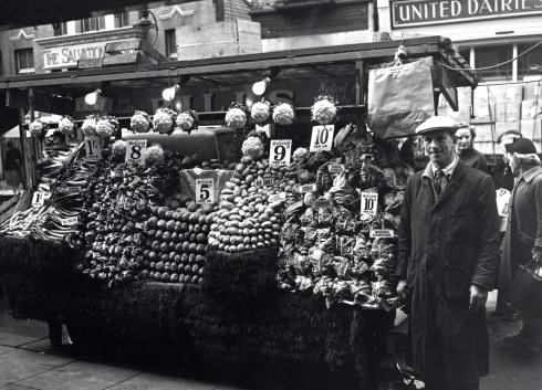 portobello-road-1958-mr-brooks-vegetable-stall-79449