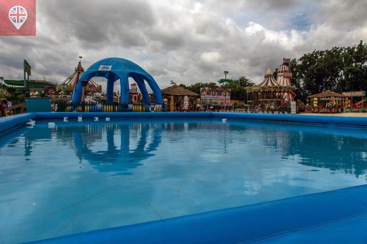 """A """"paddling pool"""" é uma piscina bem rasa onde as crianças podem brincar e os adultos se refrescar!"""