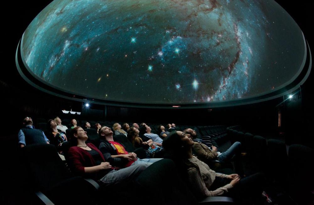 planetarium_attraction_slider_l5527-005