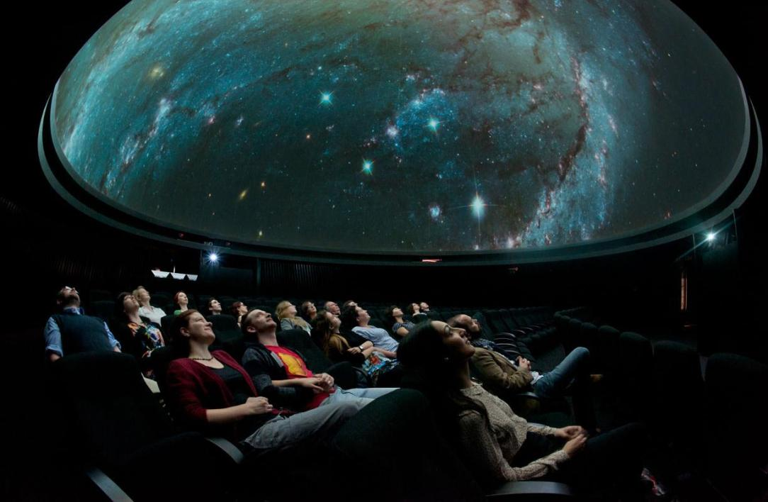 planetarium_attraction_slider_l5527-005