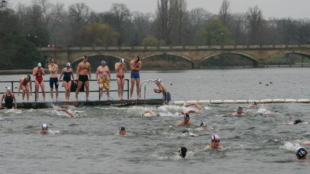 the-peter-pan-cup_the-christmas-day-peter-pan-cup-in-hyde-park-photo-serpentine-swimming-club_ae88ec2bef343e1a482ac90a627ccd9e