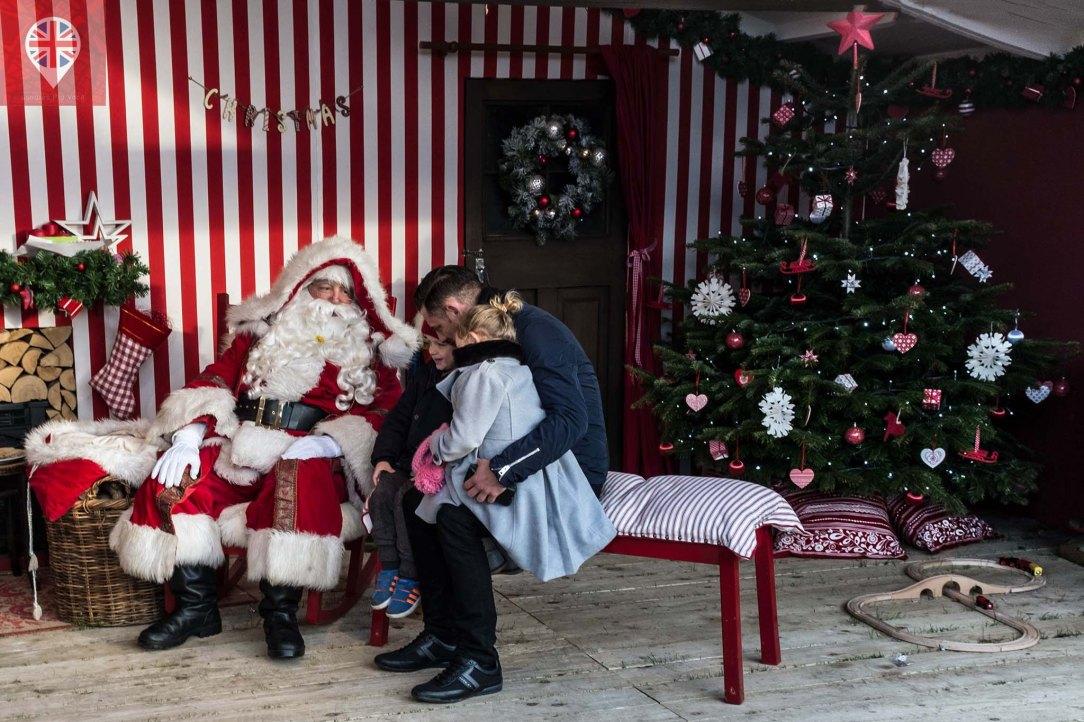 winter-wonderland-santa-claus-kids
