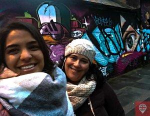 girsl-and-graffiti