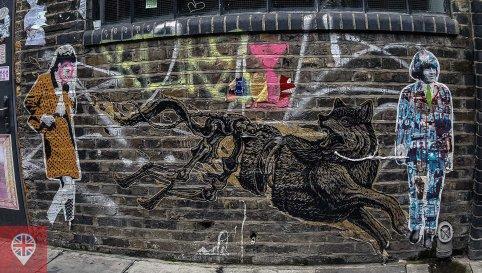 O misterioso Mr Farenheit colocou uma coleira no lobo do artista mexicano Mazatl. Vandalismo ou senso de humor?