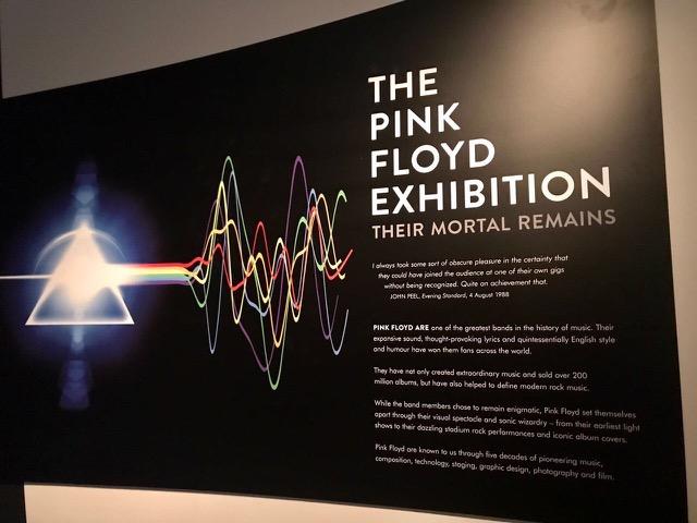 O cartaz da entrada da exposição