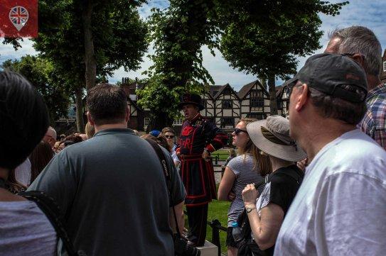 Os Yeoman fazem tours pela Torre e estão incluídos no preço do ingresso.