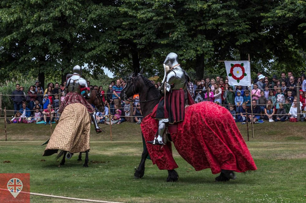 hampton court tudor party knight red 2