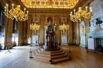 O rei George I gastou fortunas renovando as salas de estado e o Cupola Room, uma sala usada para ouvir música e dançar.