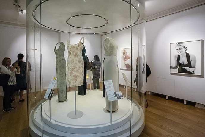 kensington-palace-diana-fashion-wide-shot