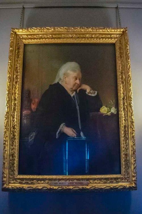 kensington-palace-victoria-portrait-old