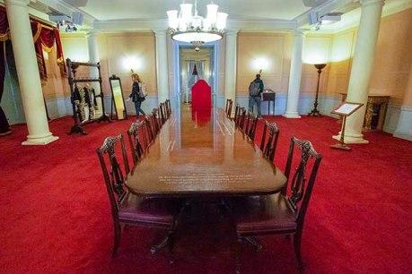A mesa onde o conselho se reuniu para confirmar a ascensão da rainha Victoria.