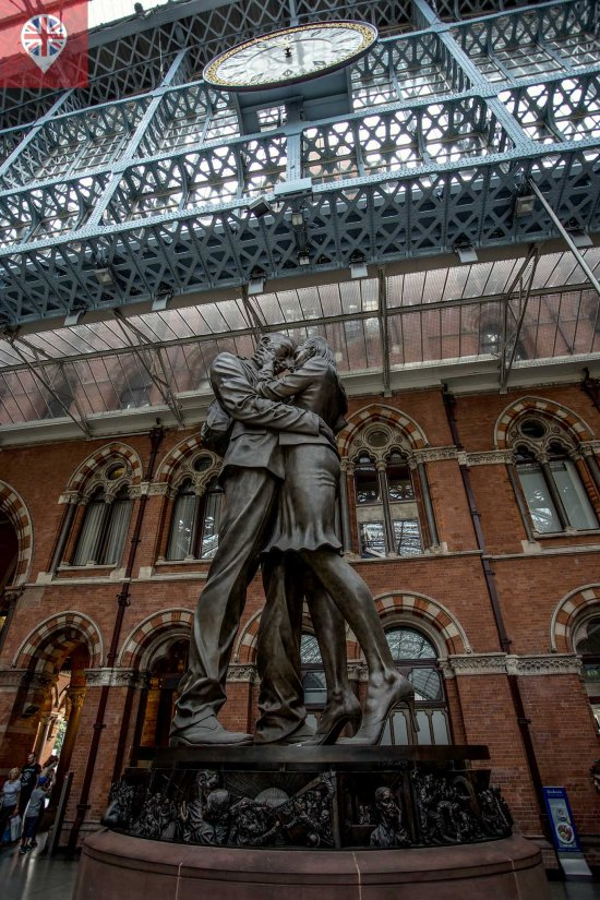 St pancras station the meeting statue