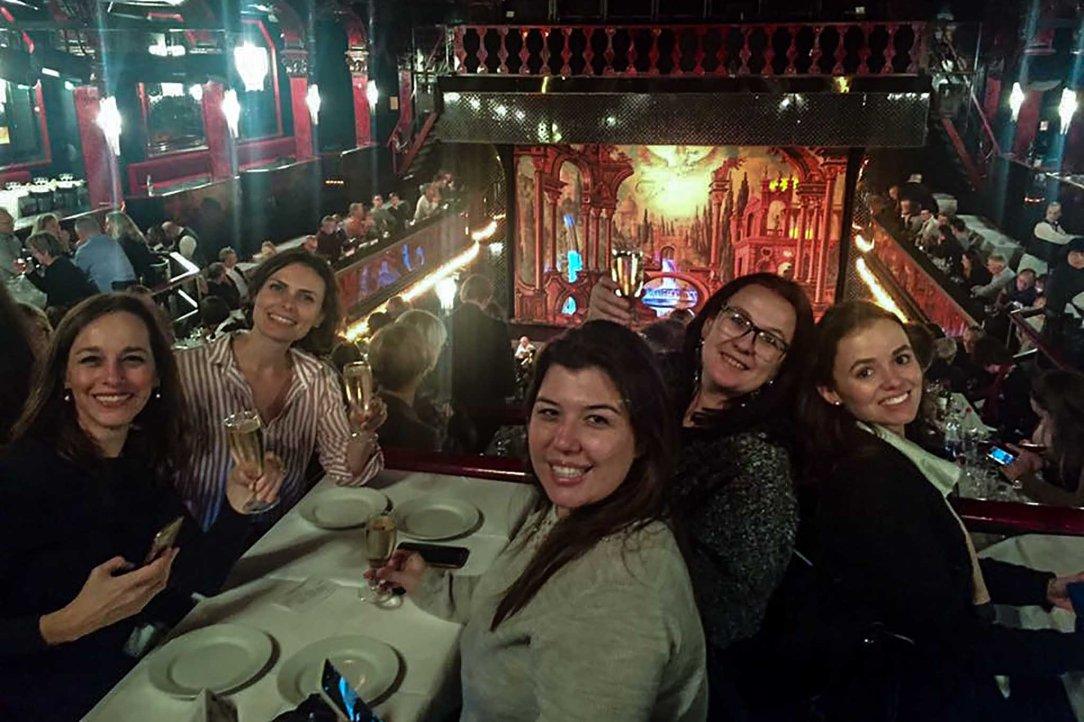 Paradis Latin grupo mesa