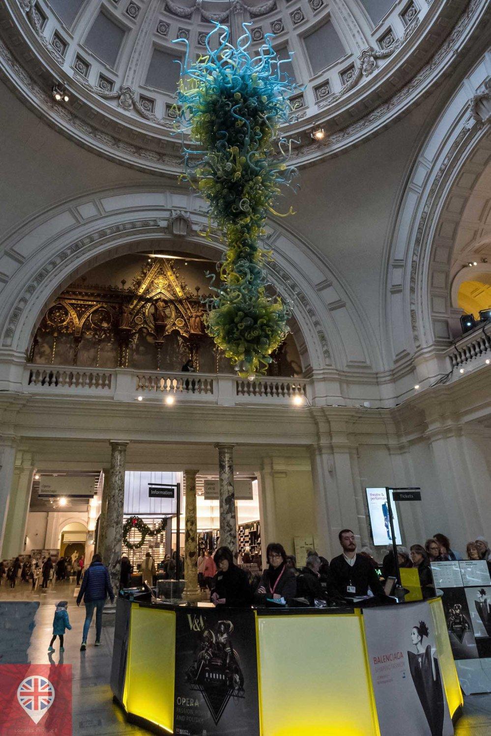 V&A entrance hall