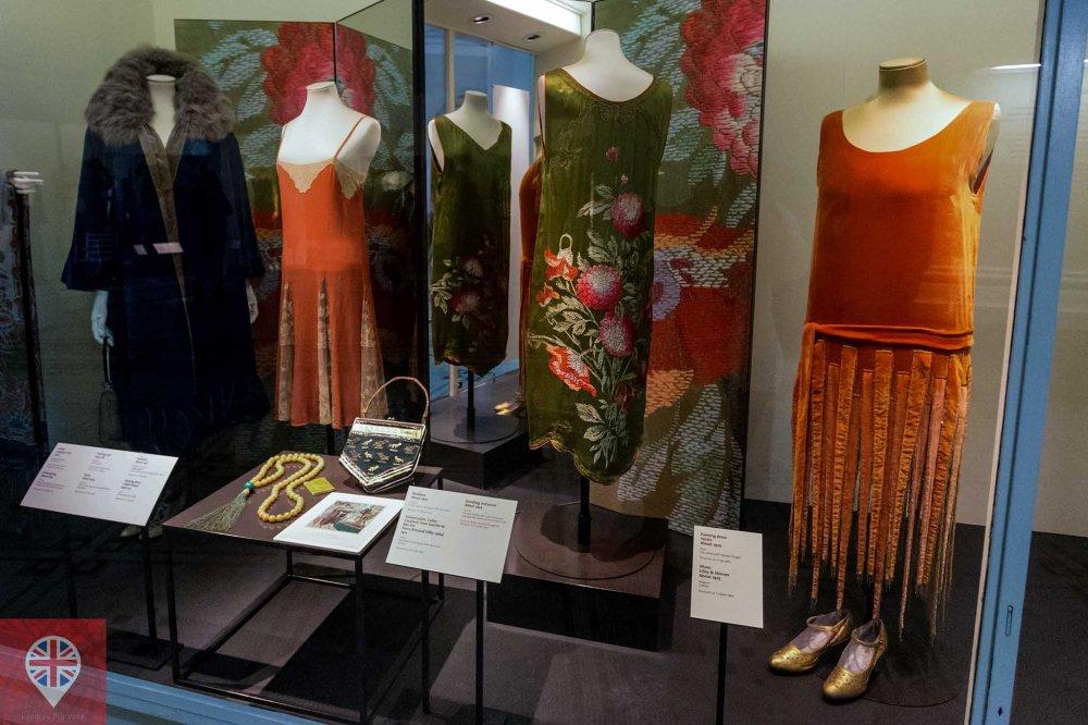V&A fashion 1920