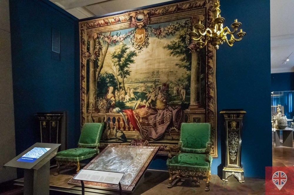 V&A Louis XIV furnishing