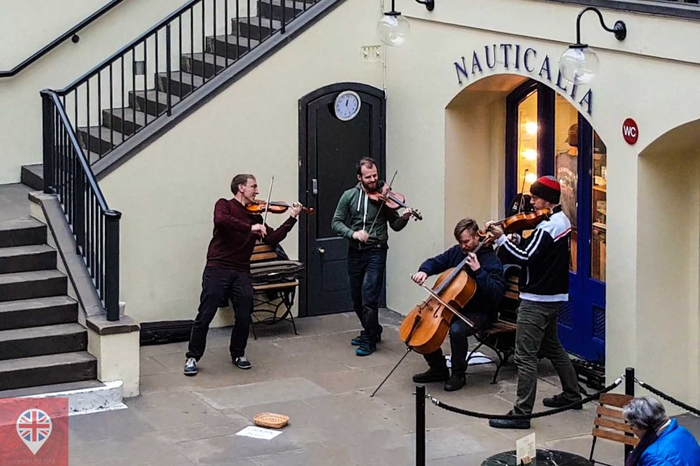 Covent Garden classic busking