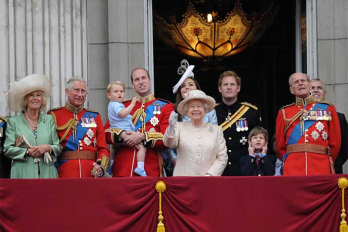 royal family balcony troupin the colour