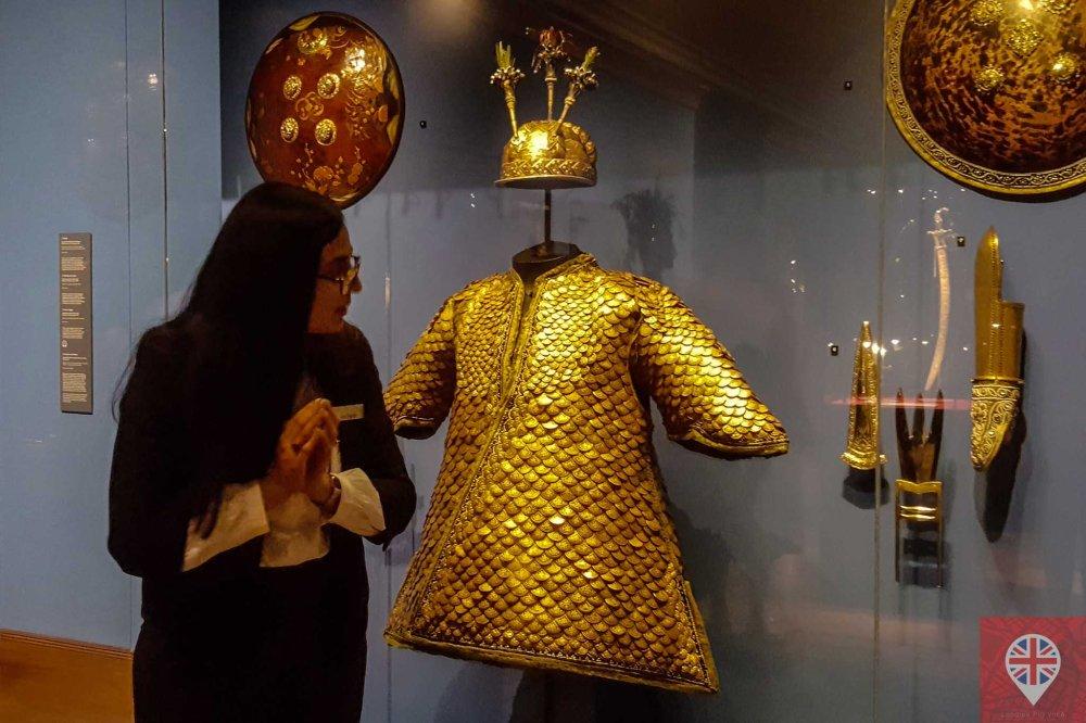 queens gallery splendorous curator armadura