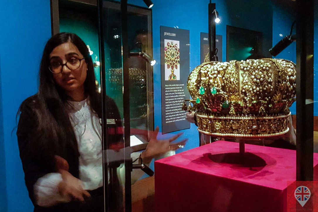queens gallery splendorous curator crown