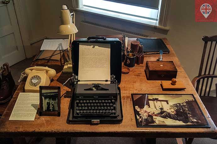 freud museum anna freud desk