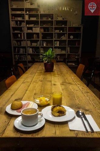 hostalpersal madrid breakfast room