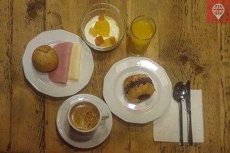 hostalpersal madrid breakfast