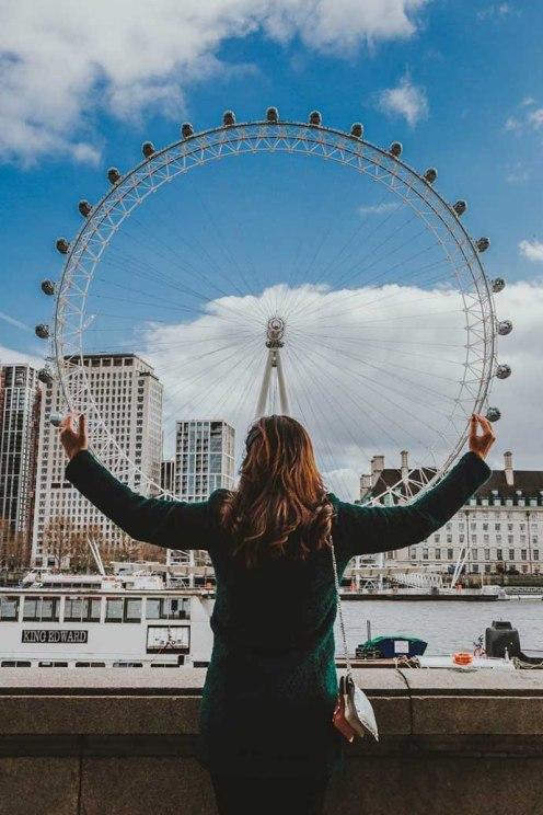Ana Maria London Eye hold