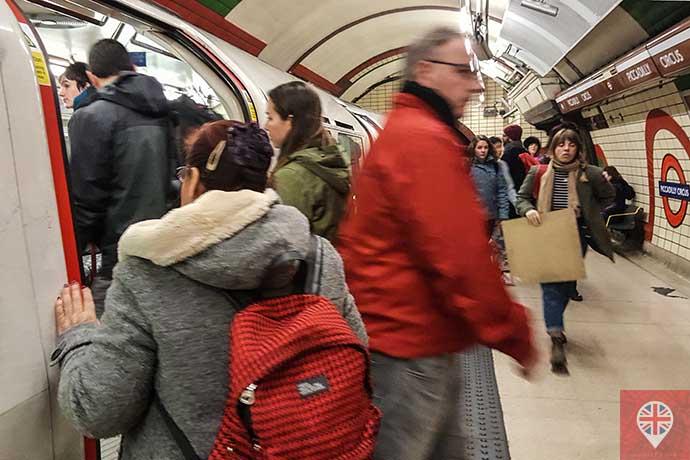 Metrô Londres entra e sai