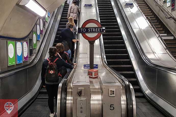 Metrô Londres escada rolante