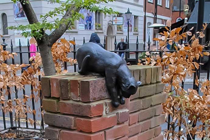 Cat statue, Queen Square, Bloomsbury, London